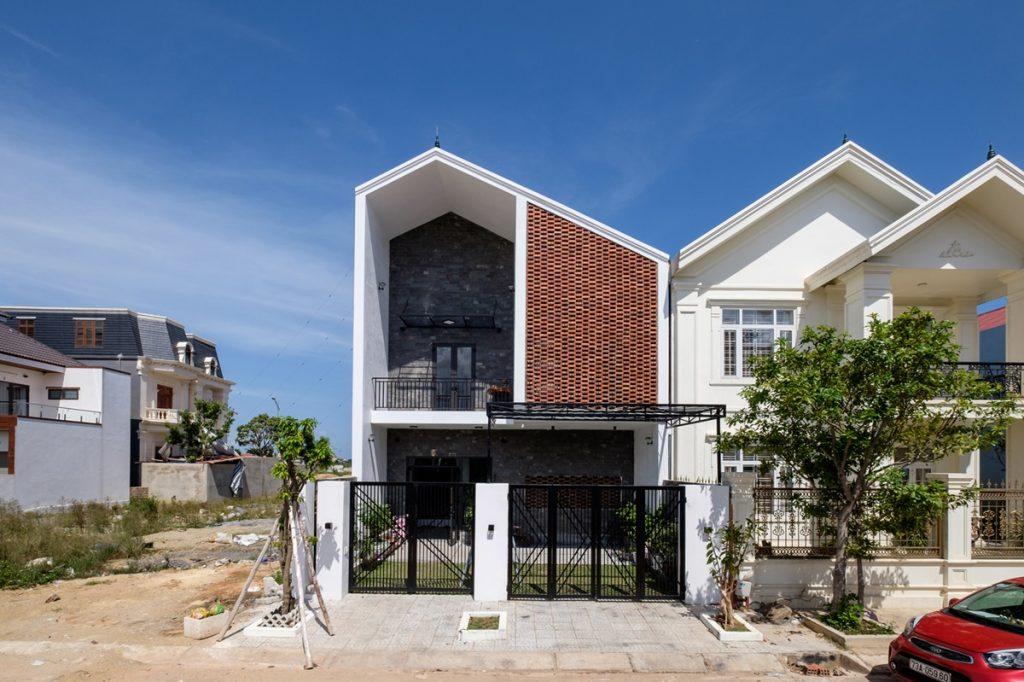 kien-viet-ngoi-nha-huong-noi-nhung-van-tran-nap-anh-sang-tu-nhien-met-vuong-studio (19).jpg