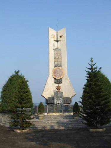 Đài liệt sĩ xã Cẩm Phong
