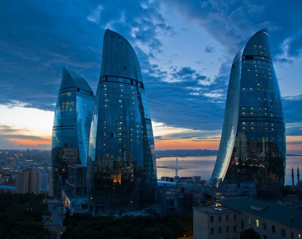 http://kienviet.net/wp-content/uploads/2012/10/Flame_Towers_Baku_Azerbaijan.jpg