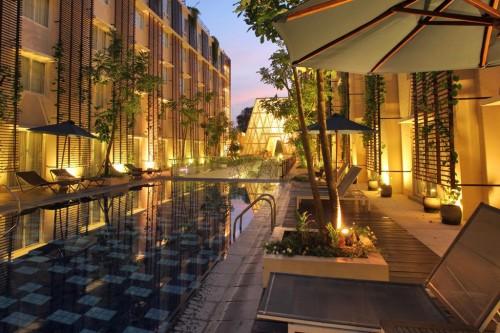 51dcbca5e8e44e34bf00004b_ananta-legian-hotel-airmas-asri_03_ananta_legian_hotel__pool_view_1_
