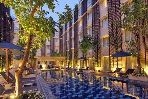 51dcbcb0e8e44e66bd000041_ananta-legian-hotel-airmas-asri_04_ananta_legian_hotel__pool_view_2_