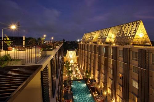 51dcbcbfe8e44e34bf00004c_ananta-legian-hotel-airmas-asri_05_ananta_legian_hotel__top_view_