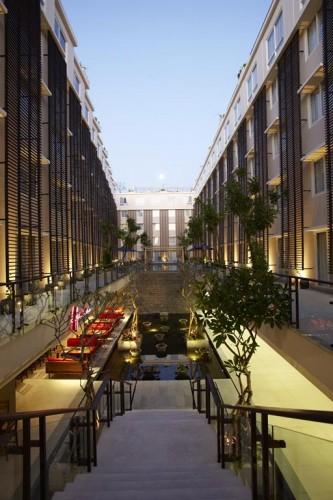 51dcbdb6e8e44e66bd000046_ananta-legian-hotel-airmas-asri_anantalegian143r_pool