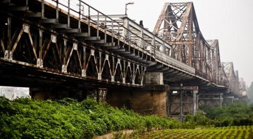 Cầu Long Biên nhìn từ Bãi Bồi