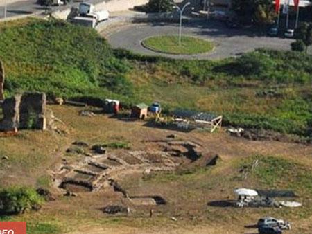 Khu vực khai quật đấu trường Colosseum mini. Ảnh: Discovery