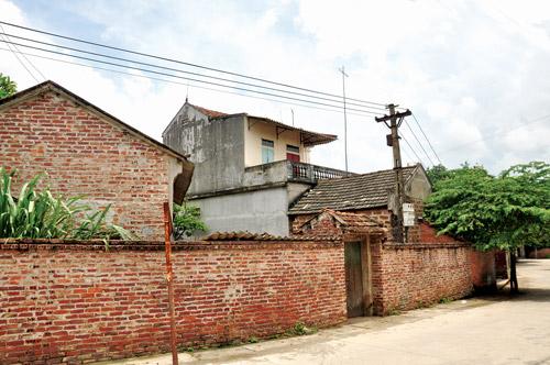 Nhà xây mới 2 tầng trong khu vực bảo tồn Mông Phụ, Đường Lâm