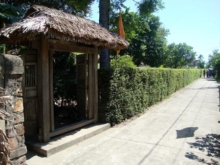 Cổng vào ngôi nhà của Đại tướng luôn mang đến cho khách tham quan cảm giác nhẹ nhàng, mộc mạc và gần gũi.