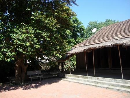 """Lúc ngôi nhà được phục dựng, địa phương muốn dùng gỗ lim, nhưng Đại tướng nhất định nói """"không"""", mà chỉ đồng ý làm bằng gỗ vườn ở địa phương."""