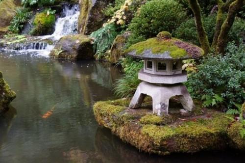 japanese-stone-lantern-25-600x399