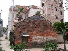 Nhà nhà thi nhau xẻ đất để bán, để... xây nhà Ảnh nguồn: Hanoi Data
