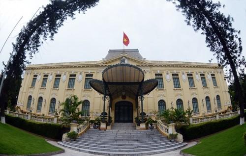 Bắc Bộ Phủ là nơi đặt trụ sở chính quyền Bắc Kỳ. Sau khi Nhật đảo chính Pháp 9/3/1945 tòa nhà được đổi tên lại là Phủ khâm sai Bắc Kỳ. Kết thúc Chiến trang Đông Dương 1954, Bắc Bộ phủ được tu sửa lại và trở thành Nhà khách Chính phủ.