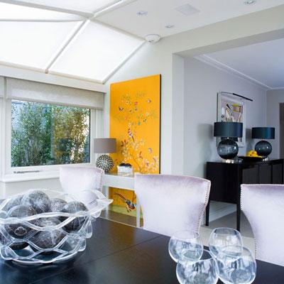Không chỉ dùng làm ngoại thất, kính, thủy tinh, pha lê còn được ưa chuộng trong nội thất của căn nhà.
