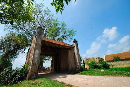 Cổng làng Mông Phụ.