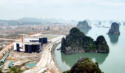 Bối cảnh của công trình và sự tương tác với vịnh Hạ Long