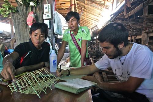 phát triển các cấu trúc với lao động địa phương trong các cửa hàng gỗ