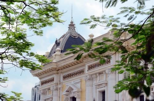 Tác phẩm của hai kiến trúc sư Harlay và Broyer mang nhiều màu sắc, đường nét kiến trúc của các nhà hát ở miền Nam nước Pháp.