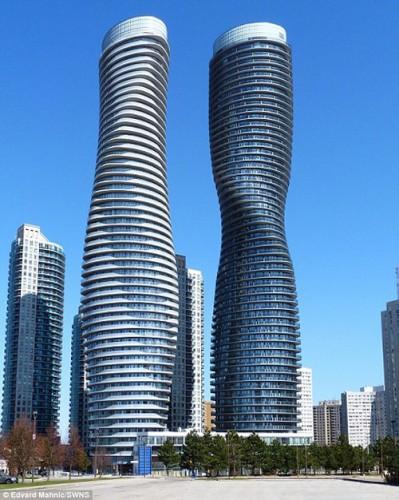 """Giới kiến trúc sư Canada gọi là """"tòa nhà Marilyn Monroe"""""""