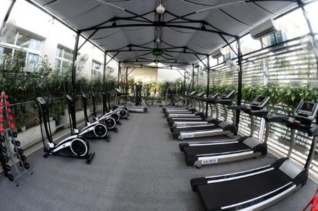 Đặc biệt tai ĐH Thăng Long còn có một phòng tập gym với hàng chục loại máy tập tiên tiến .
