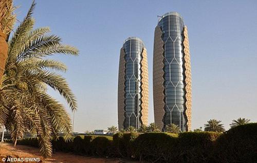 Giải nhì thuộc về tòa tháp Al Bahr Towers ở Abu Dhabi thuộc Các Tiểu Vương quốc Ả Rập Thống nhất