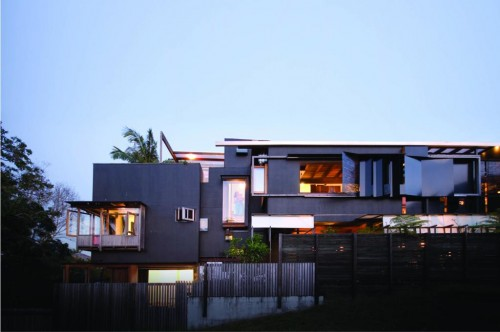 The Left-Over-Space House / Cox Rayner Architects + Casey and Rebekah Vallance / Úc