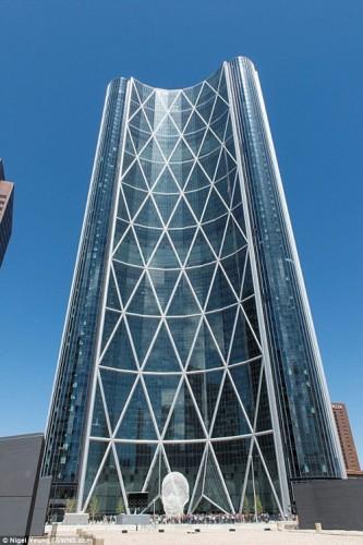 Tòa nhà the Bow cao 236m nằm ở thành phố Calgary, tỉnh Alberta, Canada đứng ở vị trí thứ 4.