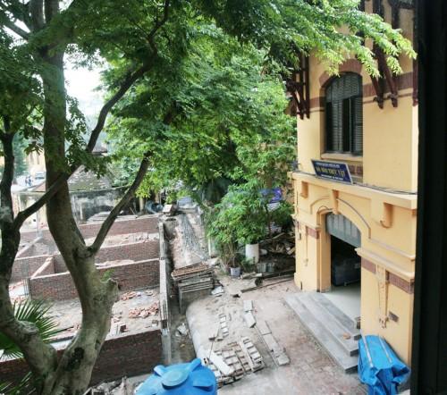Một góc công trình đang xây dựng nhìn từ tầng 2 khoa Hóa Sinh - Ảnh(c)Thái Linh