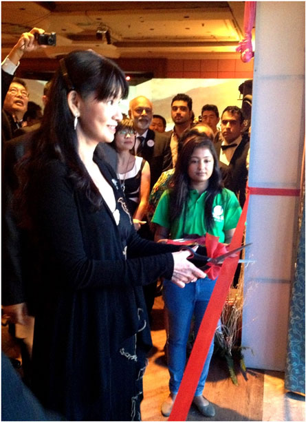 Chủ tịch ARCASIA – KTS Tan Pei Ing cắt băng khai mạc triển lãm ARCASIA 2013