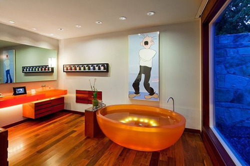 Ngay cả phòng tắm cũng sử dụng chất liệu kính đặc biệt nhìn được ra bên ngoài nhưng đảm bảo sự riêng tư khi nhìn từ ngoài vào. Bồn tắm và chậu rửa lạ mắt.