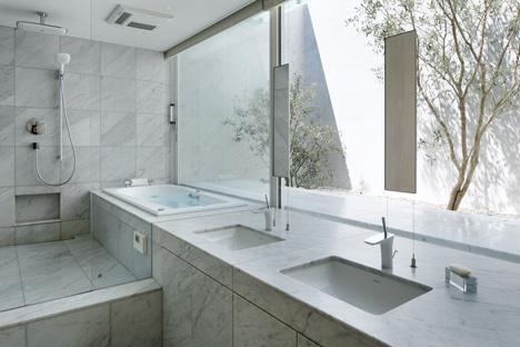 Khu vực vệ sinh - tận dụng tối đa ánh sáng tự nhiên