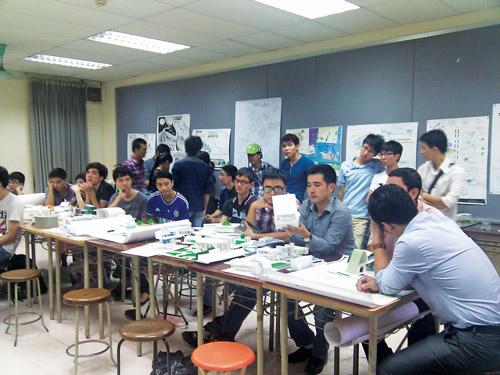 Giờ học đồ án tại xưởng, sinh viên khoa Kiến trúc - ĐH Kiến trúc Hà Nội