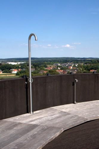 Có thể nói khoảng sân thượng với tầm nhìn toàn cảnh 360 độ kỳ diệu này nắm giữ một phần không nhỏ giá trị của ngôi nhà.