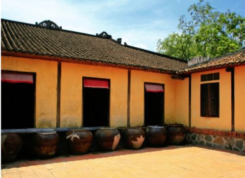 Nhà Trăm Cột đã hơn 100 tuổi.