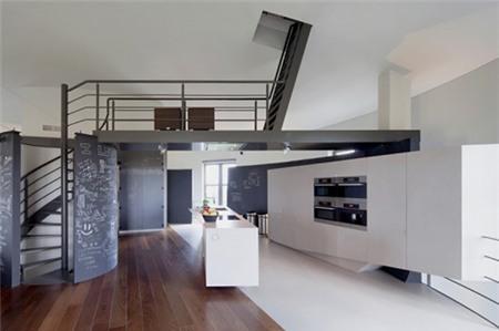 Khác với vẻ ngoài mộc mạc, nội thất của ngôi nhà có phong cách rất hiện đại.