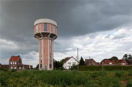 Tháp nước có chiều cao 30m nằm trong ngôi làng nhỏ Steenokkerzeel của Bỉ, được xây dựng từ năm 1938-1941.