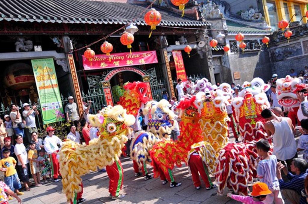Múa lân những ngày Tết tại chùa của người Hoa, quận 5