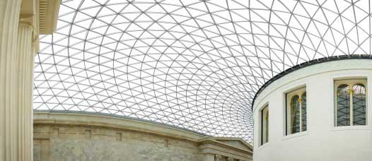 Mái nhà của bảo tàng Anh ở London được thiết kế bởi Foster + Partners.