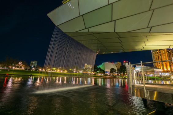 20140610_MacDow-bridge-fountain006-565x376
