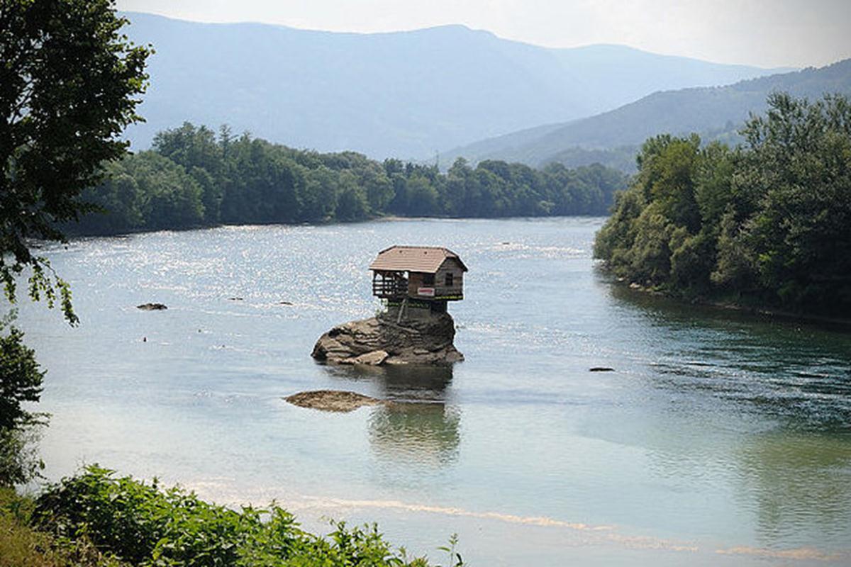 River House được xây dựng vào năm 1968 bởi một nhóm nhỏ các chàng trai trẻ.