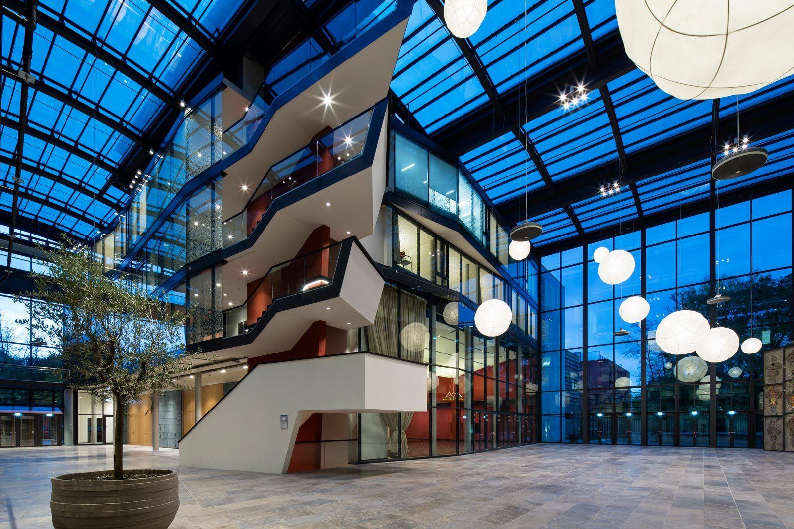 52689da3e8e44e88a00003bf_turkish-embassy-in-berlin-nsh-architekten_felipe_schmidt_05