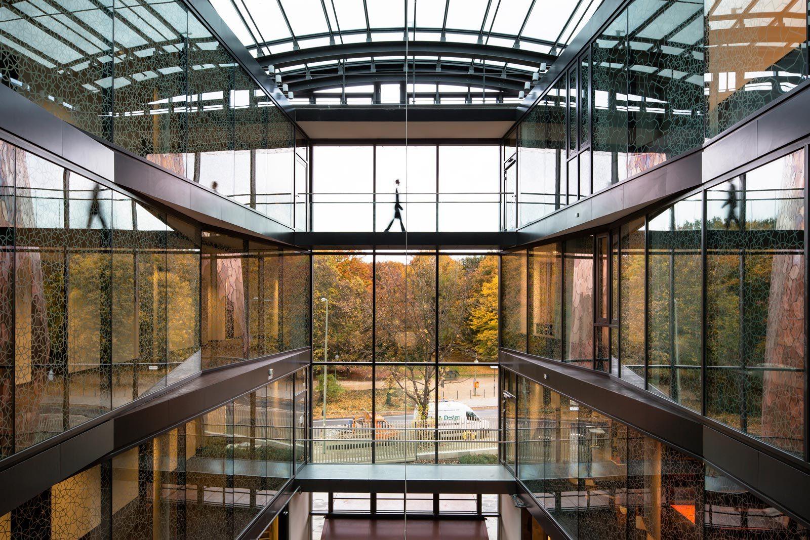 52689dd0e8e44ee8e10003d8_turkish-embassy-in-berlin-nsh-architekten_felipe_schmidt_10