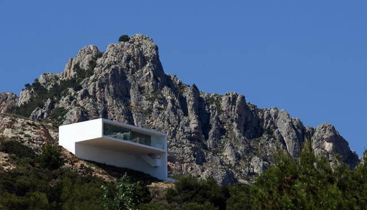 Những công trình chênh vênh trên vách núi.4