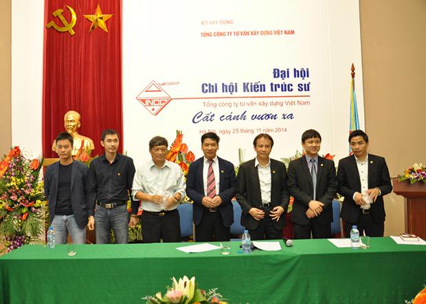 Các-đồng-chí-Hội-viên-Chi-hội-KTS-VNCC-được-khen-thưởng-vì-những-đóng-góp-trong-thời-gian-5-năm-vừa-qua-2009-2014