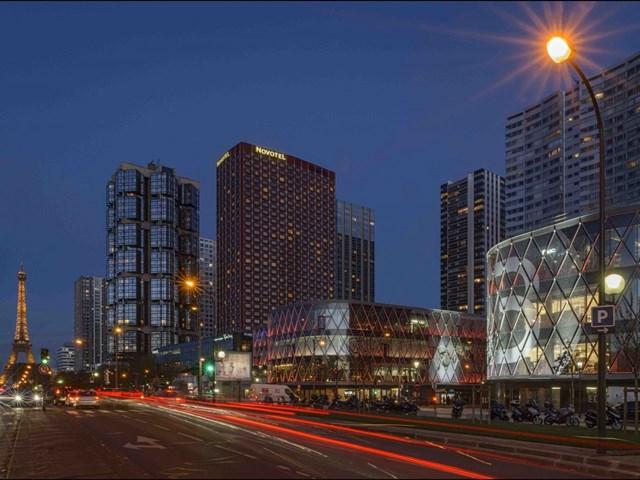 Beaugrenelle, Paris, Pháp do Valode & Pistre thiết kế và do Apsys làm chủ đầu tư nhận đề cử cho Trung tâm mua sắm tốt nhất.