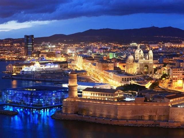 Boulevard Euromediterranée, bên bờ sông Marseille, Pháp do các kiến trúc sư Ateliers Lion - Ilex của Hiệp hội kiến trúc Kern thiết kế và do Euromediterranée phát triển nhận đề cử Dự án tái tạo đô thị xuất sắc nhất và giải thưởng đặc biệt của ban giám khảo
