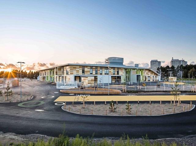 Kastelli - Trung tâm Cộng đồng, Vòng đời dự án tại Oulu, Phần Lan do Lahdelma & Mahlamäki Architects thiết kế và phát triển bởi Client City of Oulu nhận đề cử cho Kiến trúc xanh mang tính cách mạng nhất.