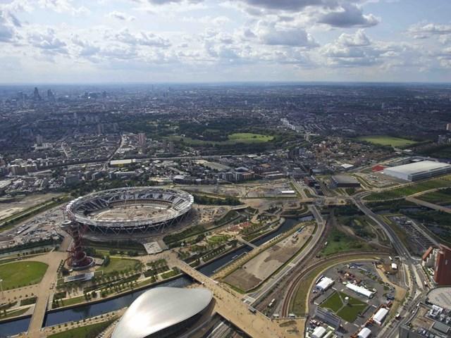 Sân vận động Olympic Nữ hoàng Elizabeth, London, Vương Quốc Anh được thiết kế bởi nhóm kiến trúc sư của hội kiến trúc cảnh quan LUC và James Corner Field Operations, phát triển bởi Công ty Cổ phần Phát triển Legacy London, nhận đề cử cho Dự án tái tạo đô thị xuất sắc nhất và giải thưởng đặc biệt của ban giám khảo