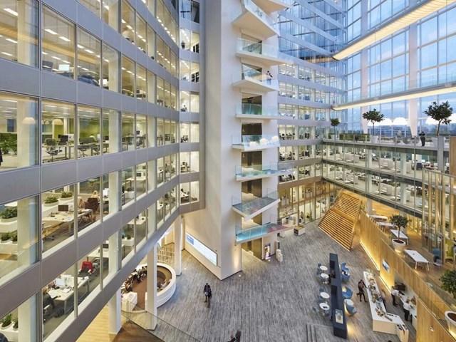 The Edge , Amsterdam, Hà Lan do kiến trúc sư PLP thiết kế và do OVG Real Estate phát triển nhận đề cử Kiến trúc xanh sáng tạo nhất.
