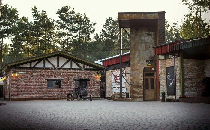 bbq-restaurant-bathroom-steampunk-exterior