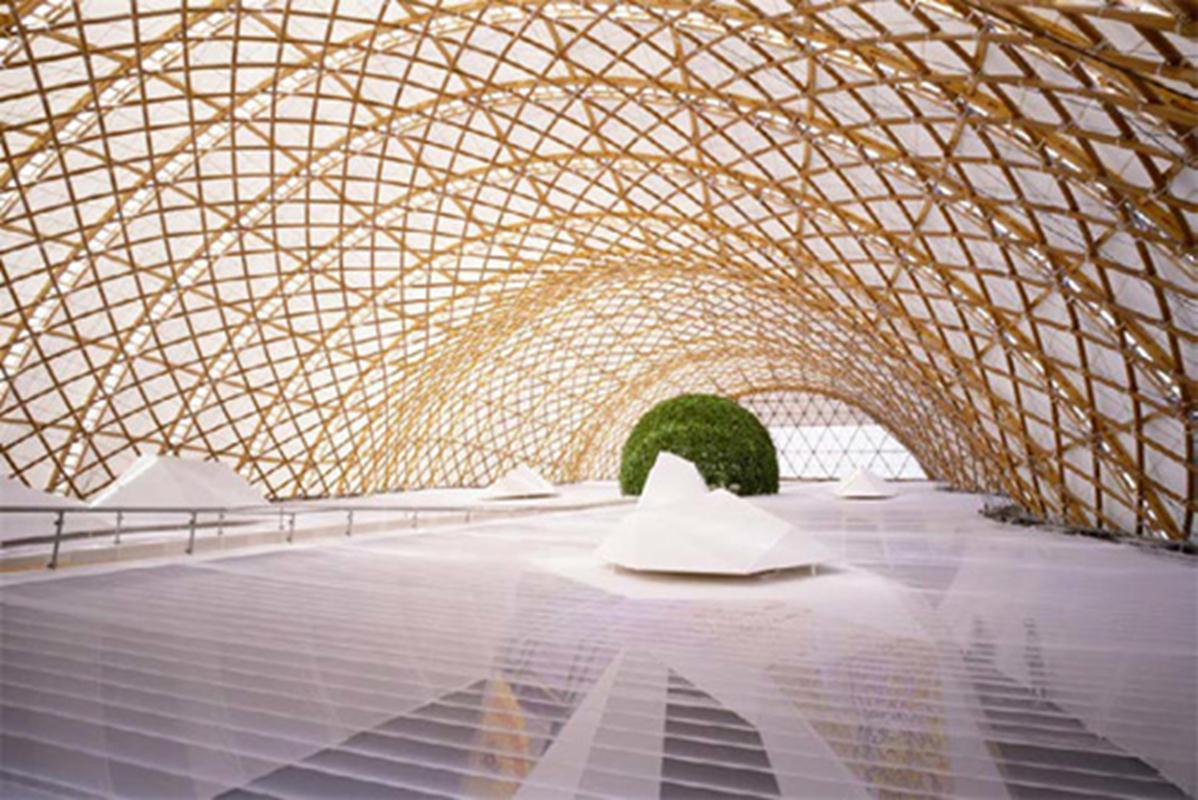 Khu triển lãm của Nhật do KTS Frei Otto và KTS Shigeru Ban (nhận giải Pritzker năm ngoái) làm cho Expo 2000.