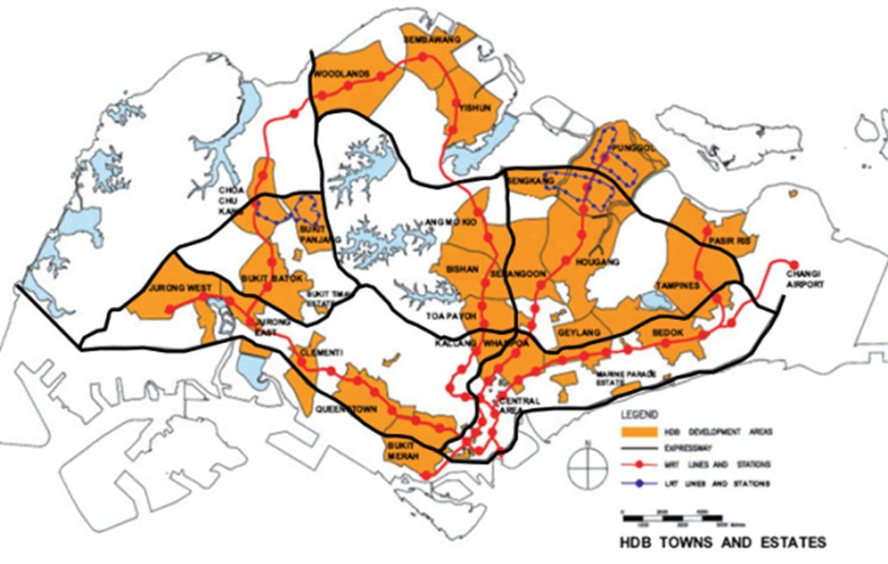 Các khu nhà ở HDB được phát triển dọc theo các hành lang giao thông công cộng (màu đỏ) đã được quy hoạch từ trước để cư dân (vốn thuộc nhóm có thu nhập thấp hơn trong xã hội) có để tiếp cận dịch vụ và việc làm dễ dàng.